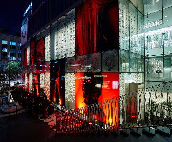 Inside outside the earth and unpretty 10 corso como for Inside and outside pictures